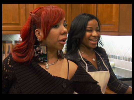 The Once Over - Tiny arrives to have dinner with MeMpHitz and Toya's family.