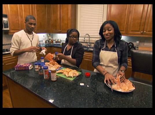 Chef Toya - Reginae and Rudy help Toya cook dinner for MeMpHitz. Will her family like him?
