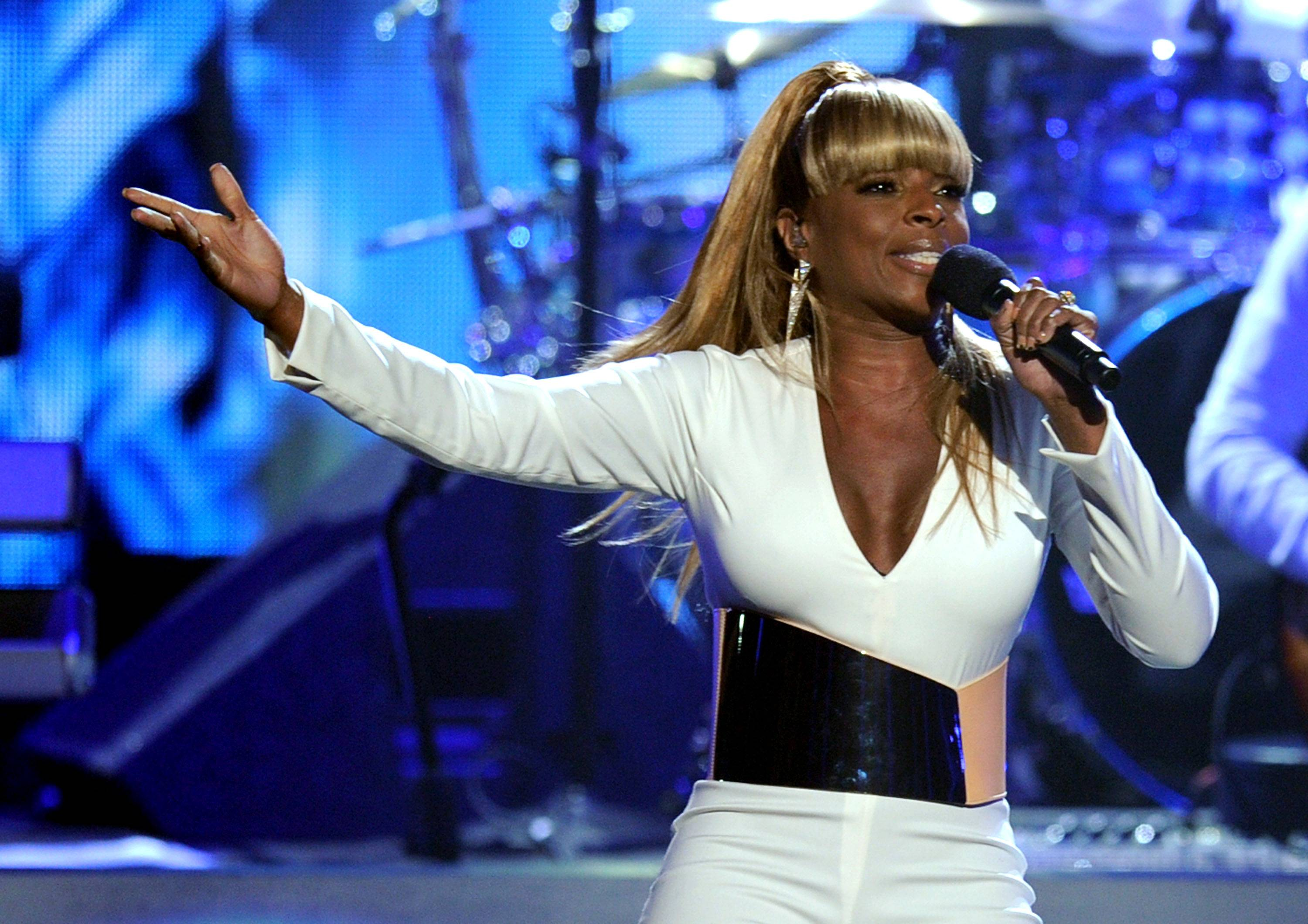 """Mary J. Blige (@maryjblige)\r - Singer Mary J. is taking her acting career very seriously these days. Look out for her in the upcoming film Rock of Ages.\r\r\r""""TWEET: Just wrapped filming my movie Rock of Ages. Sad that it is over. Had such a blast working with @adammshankman. Thank you for everything!!""""\r(Photo: Kevin Winter/Getty Images)"""