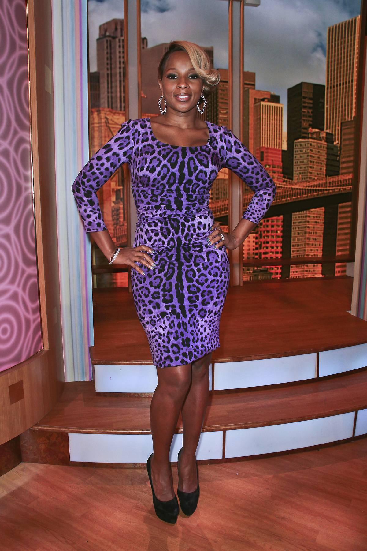 /content/dam/betcom/images/2012/02/Fashion-and-Beauty-02-01-02-15/020312-fashion-and-beauty-dime-mary-j-blige.jpg