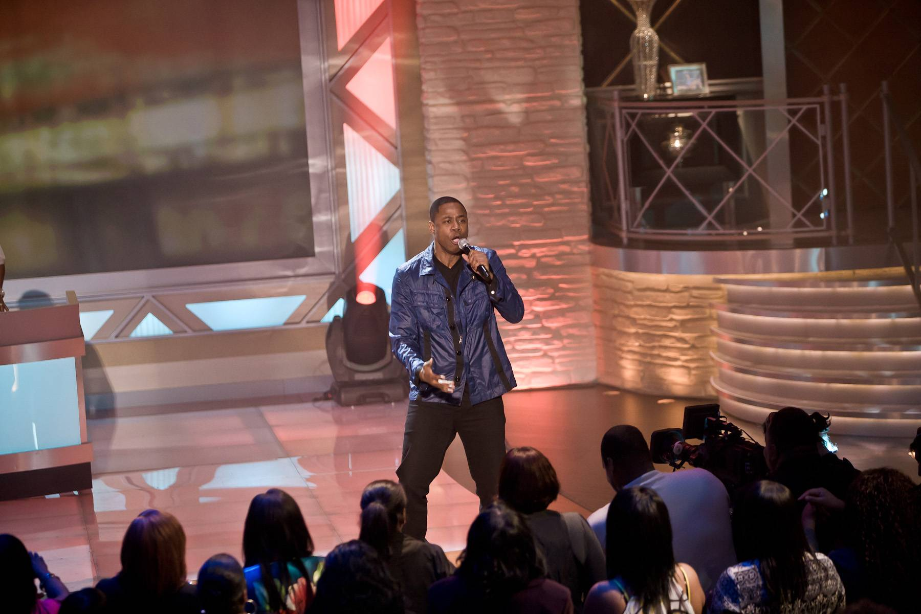 """Timeless - Fresh kept things funky by going into """"Freaks"""" for the audience. As the creidts rolled, he went into his solo routine of beatboxing until the end of the song.(Photo: Darnell Williams/BET)"""