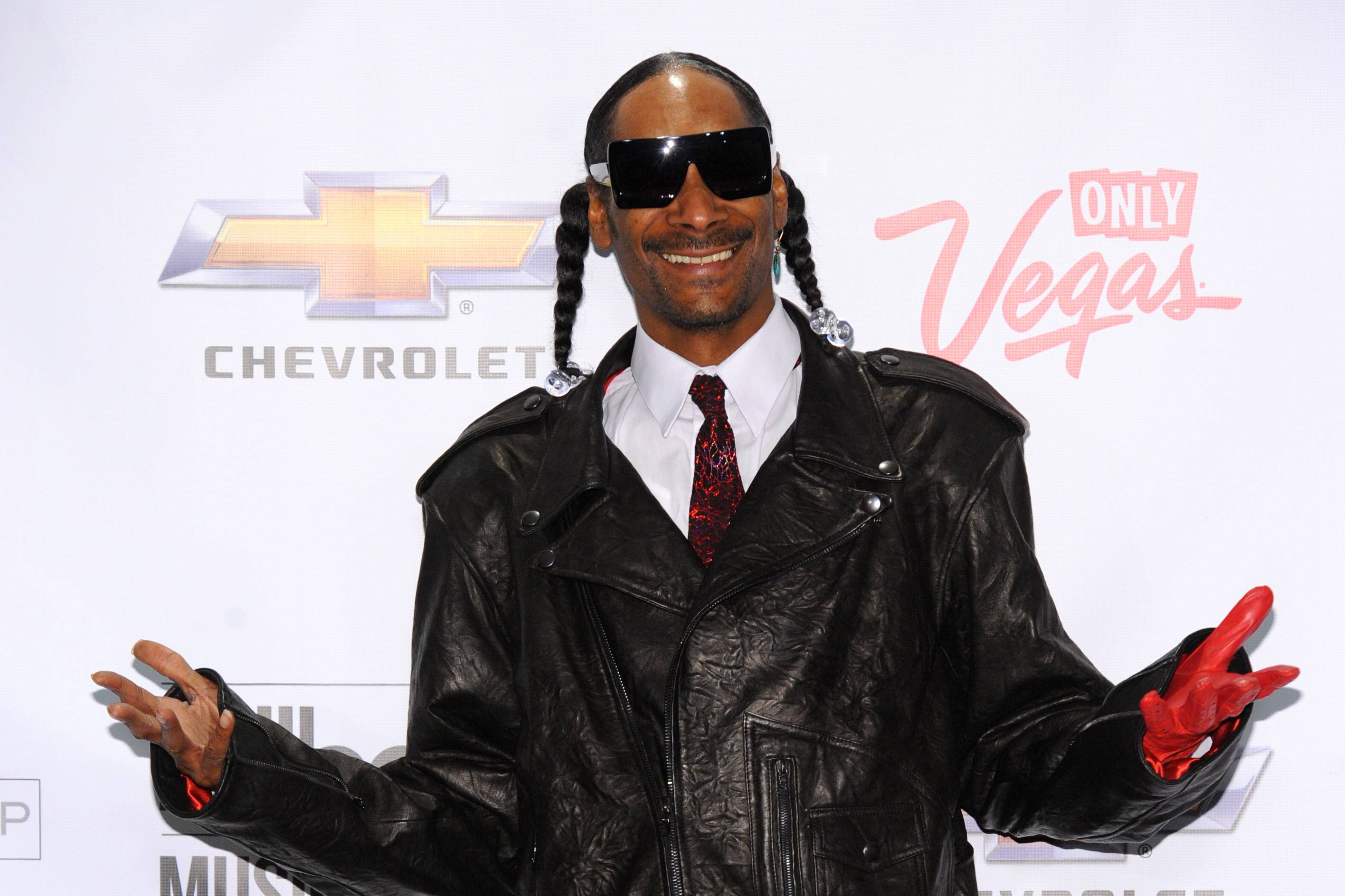 Snoop Dogg vs. Death Row - This one was no secret. Snoop Dogg was one of the last artists to flee from Death Row after years of rumors about Suge Knight's not-so-nice business dealings. It was not a quiet feud. Eventually, once Knight went to jail, Snoop left Death Row and signed with No Limit.(Photo: Kristian Dowling/PictureGroup)