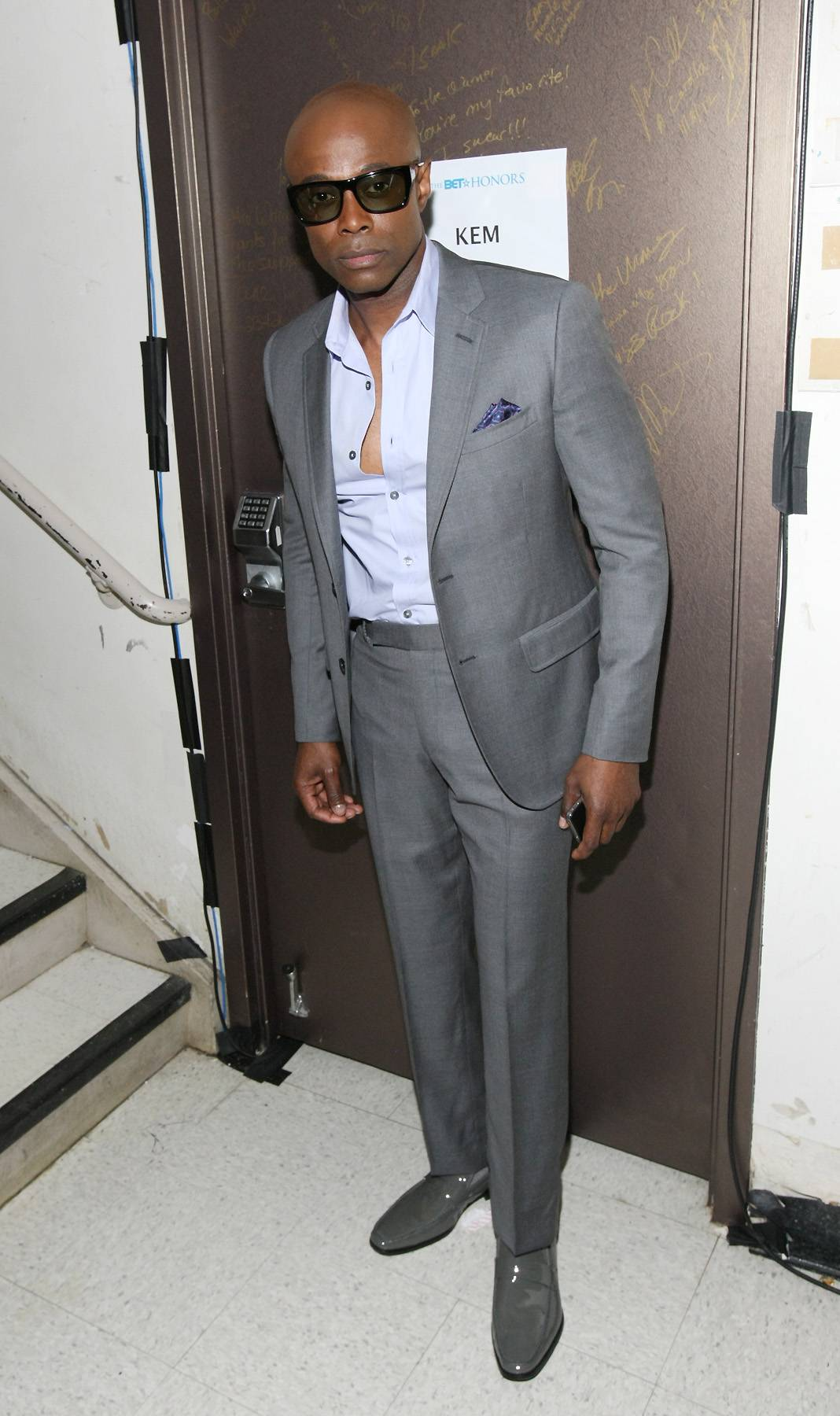 Comfortable in Grey - KEM kept things cool in his grey attire. The matching shoes help add another layer of fresh to this suit.  (Photo: GettyImages for BET)