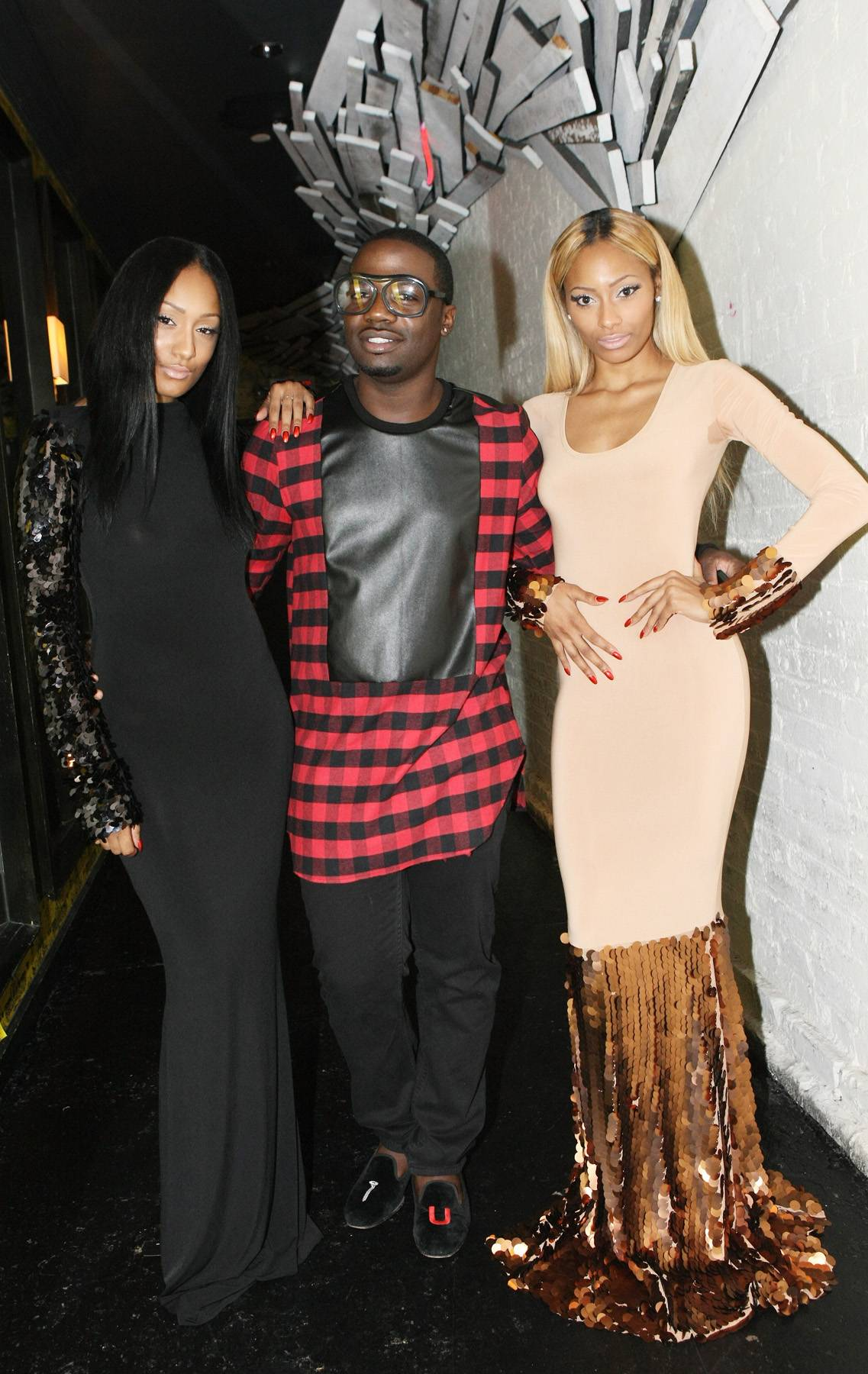 Like Rice - (From L-R) Model Amina Katan, designer Duckie Confetti and Adina Katan pose for a pic backstage on 106. (Photo: Bennett Raglin/BET/Getty Images for BET)