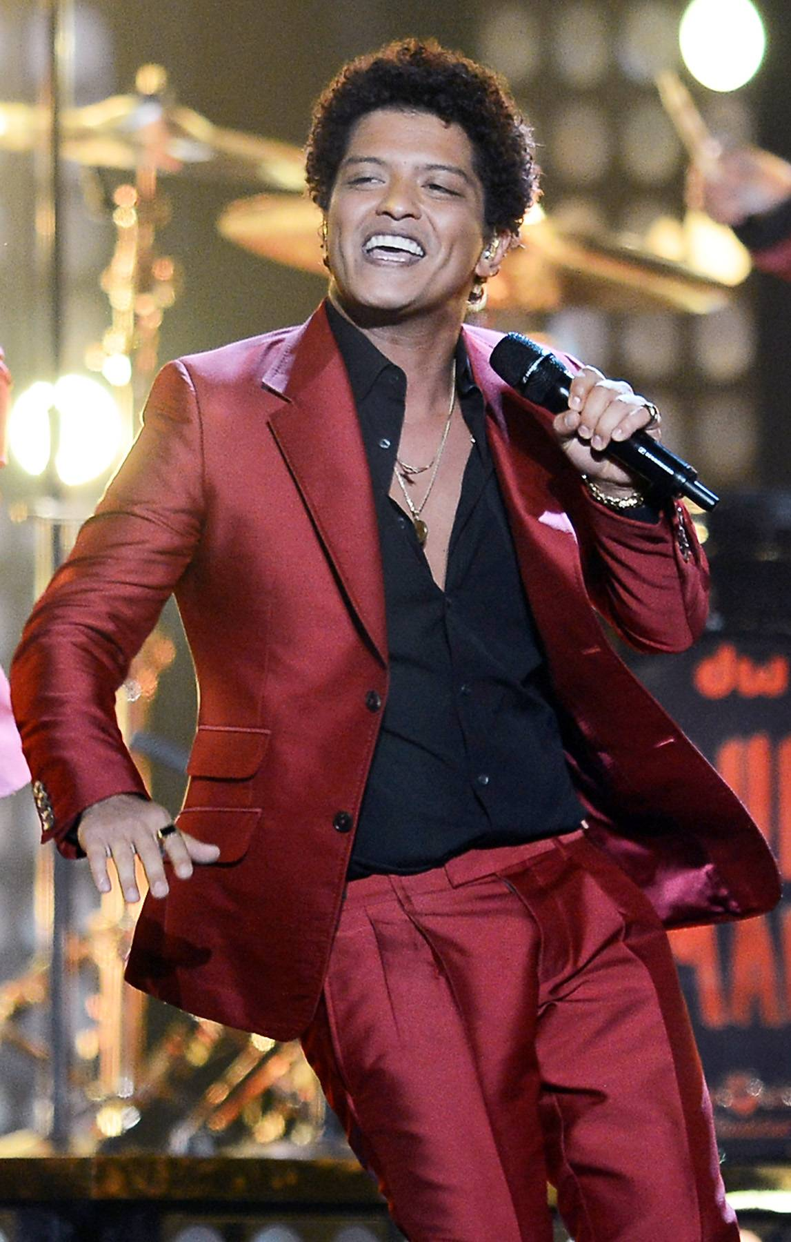 """Best Dance Performance: Bruno Mars - """"Treasure"""" - Bruno Mars shows off his smooth moves in this retro-centric video.(Photo: Ethan Miller/Getty Images)"""