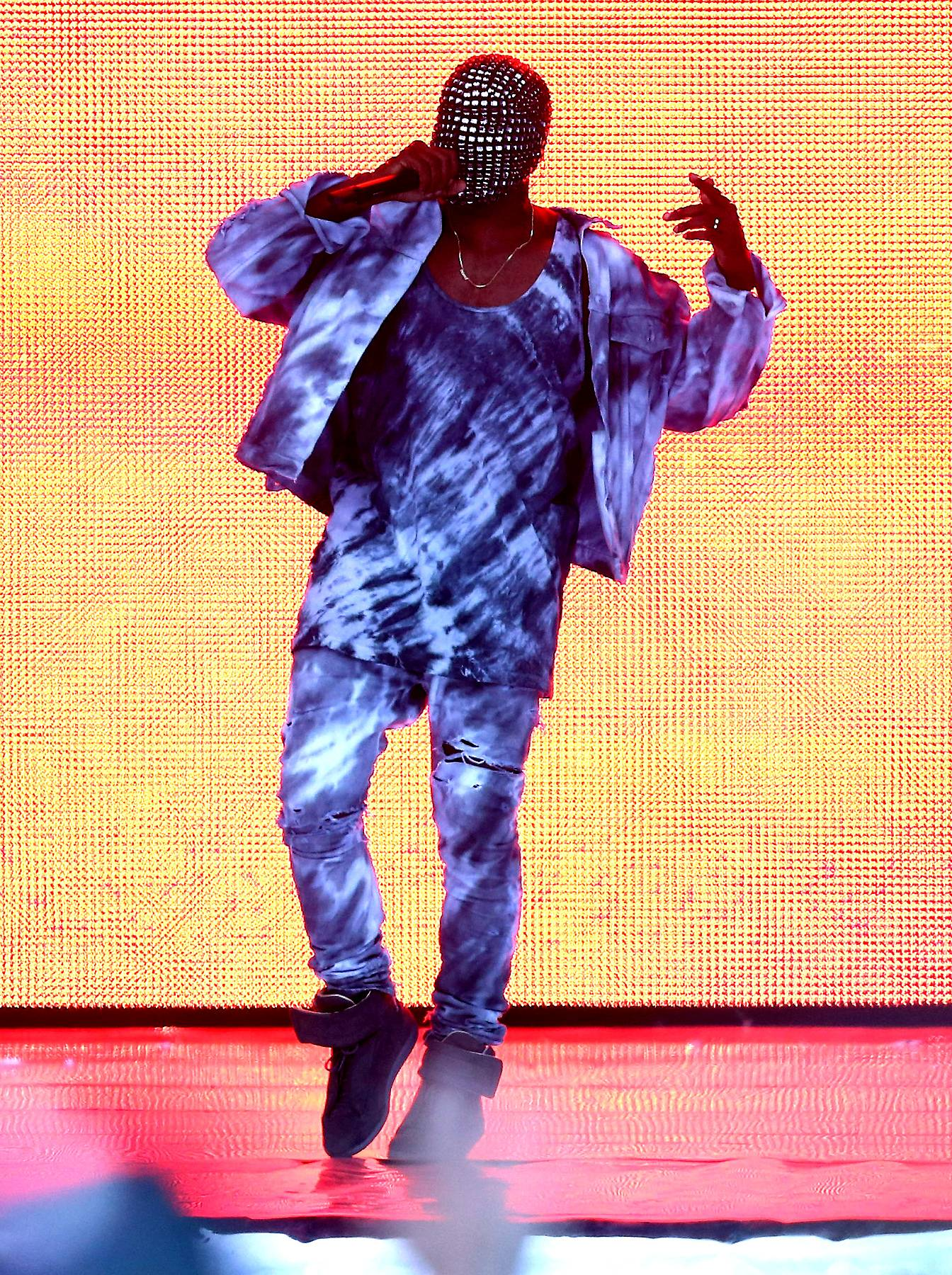 /content/dam/betcom/images/2014/07/Music-07-15-07-31/071614-music-kany-west-performs.jpg