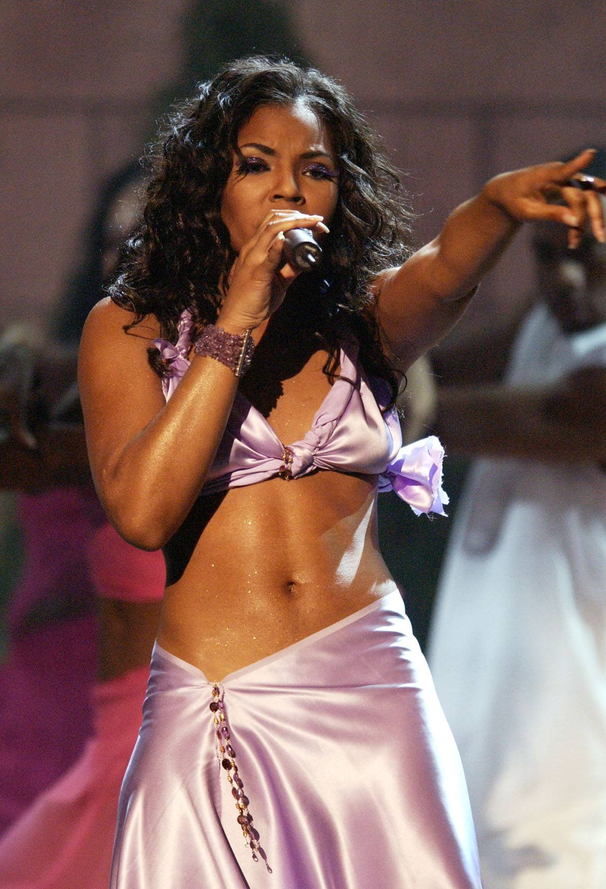 """Ashanti - The Best New Artist nominee performs the hits """"Foolish"""" and """"Happy.""""(Photo: M. Caulfield/WireImage)"""