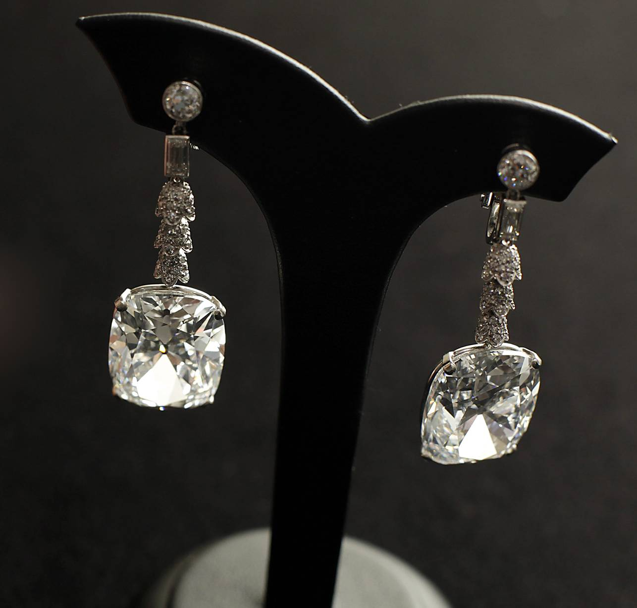 Diamonds - Marilyn Monroe once famously sang that they were a girl's best friend. If you believe the magic will last forever, than go for the precious gems. Afterall, nothing says forever like diamonds.  (Photo: EPA/YM YIK/Landov)