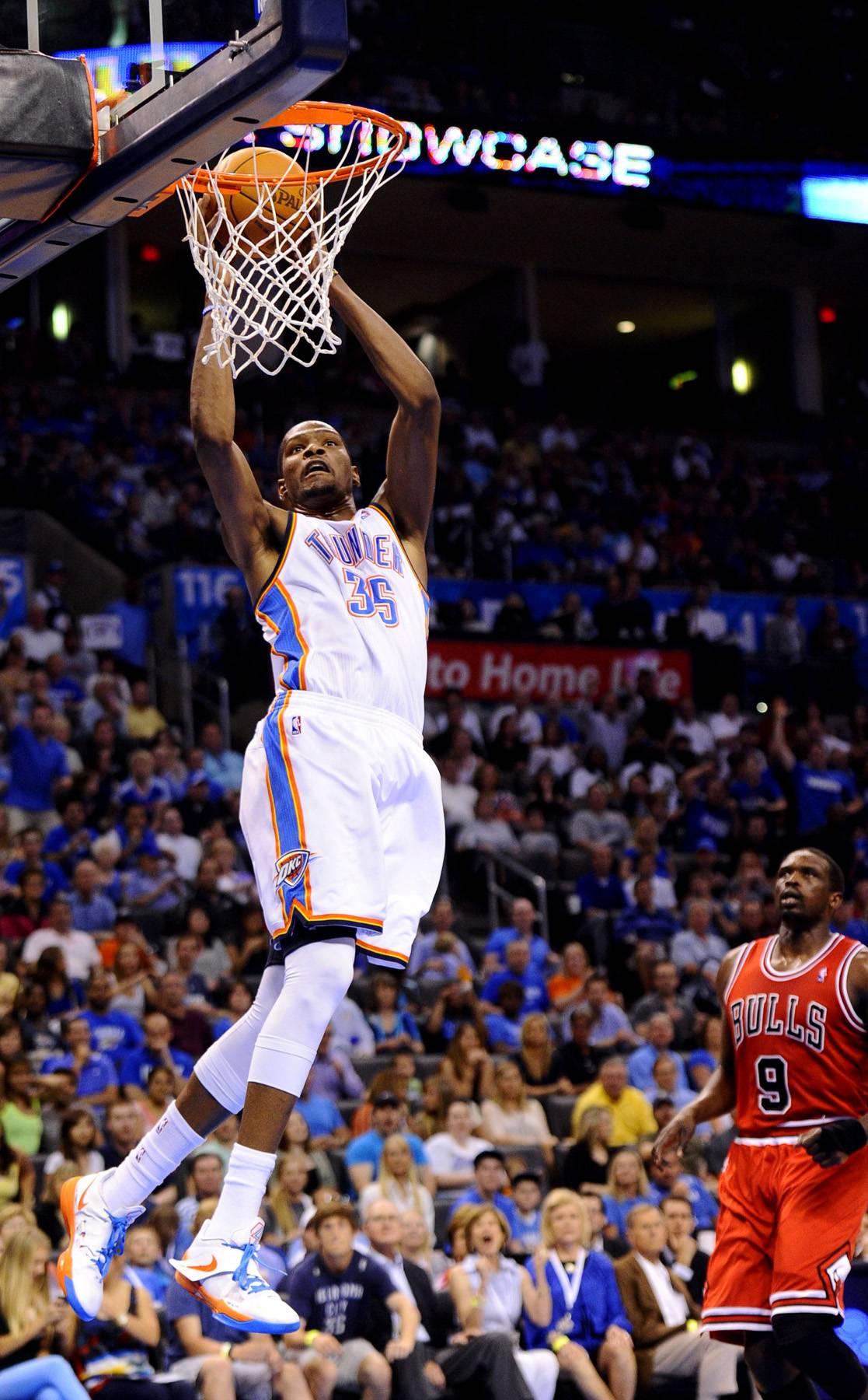 Kevin Durant - Men's basketball. NBA team: Oklahoma City Thunder.(Photo: EPA/LARRY W. SMITH/Landov)