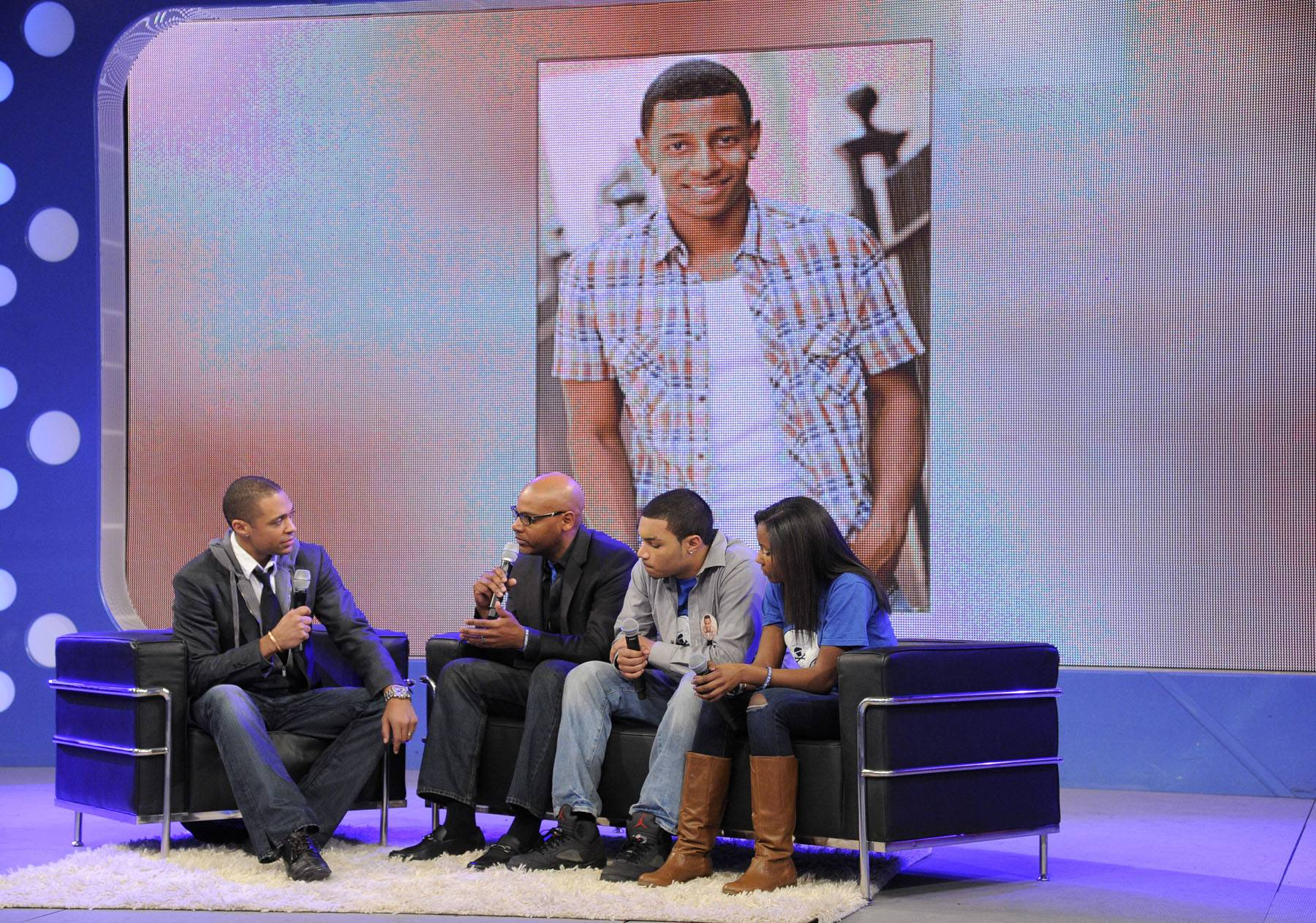 TJ Holmes Speaks with the Family of DJ Henry - DJ Henry?s father Danroy Henry Sr. tells the 106 audience to be great because they are a living breathing example of what success can be.(Photo: John Ricard/BET)