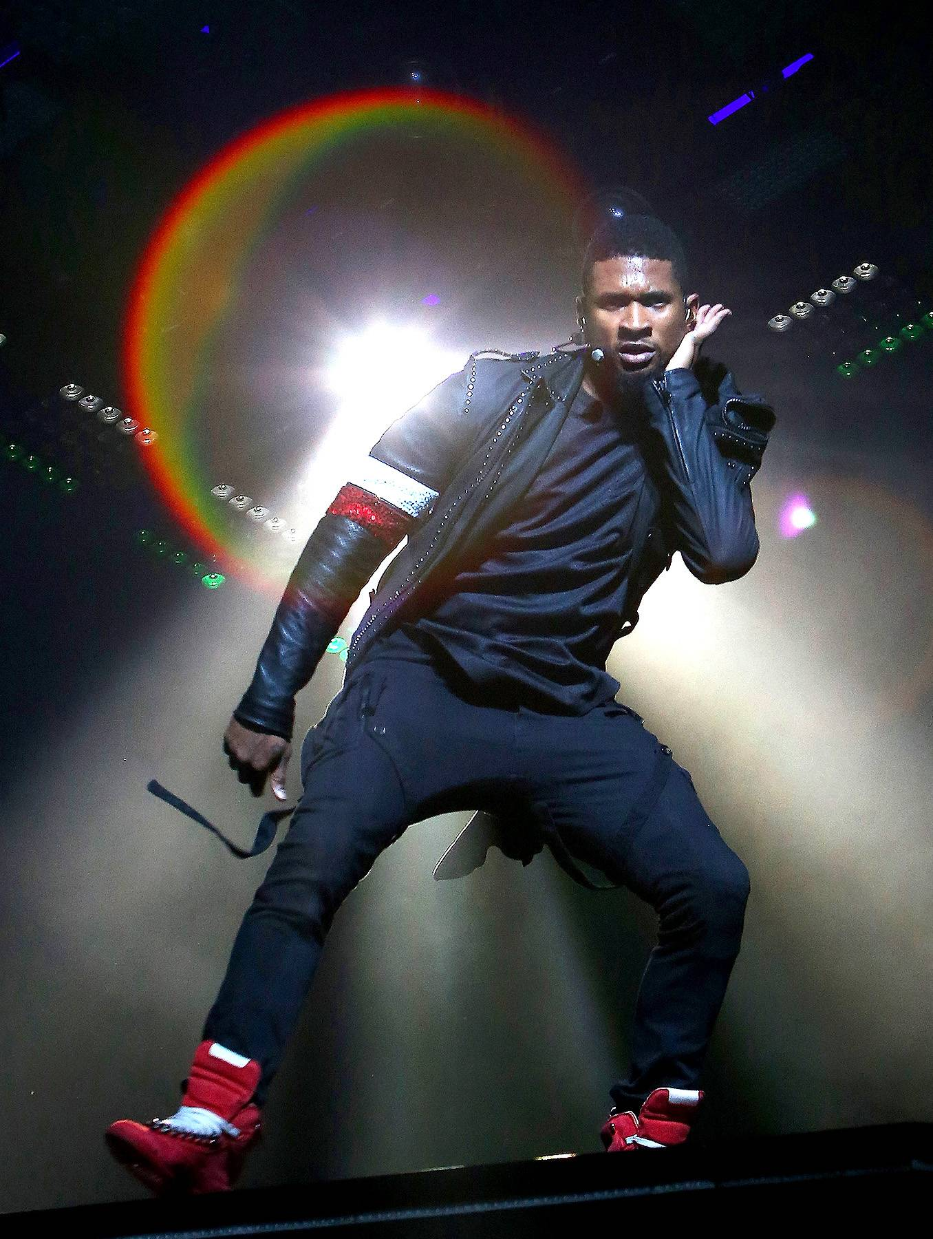 111214-celebs-out-usher-performs.jpg