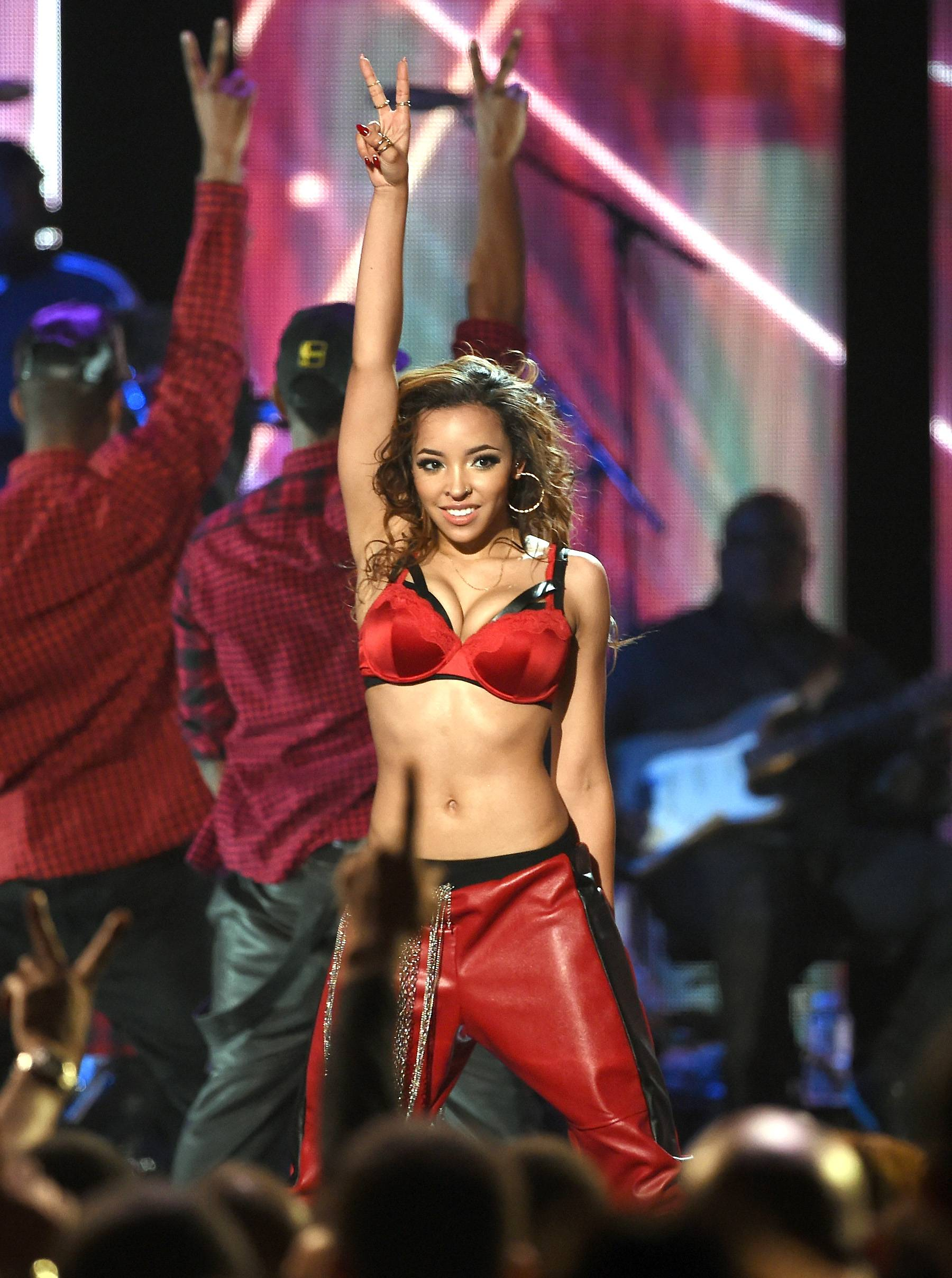 """Tinashe Performance  - Tinashe performs """"2 On"""" and """"Pretend"""" for the 2014 Soul Train Music Awards. (Photo: Ethan Miller/BET/Getty Images for BET)"""