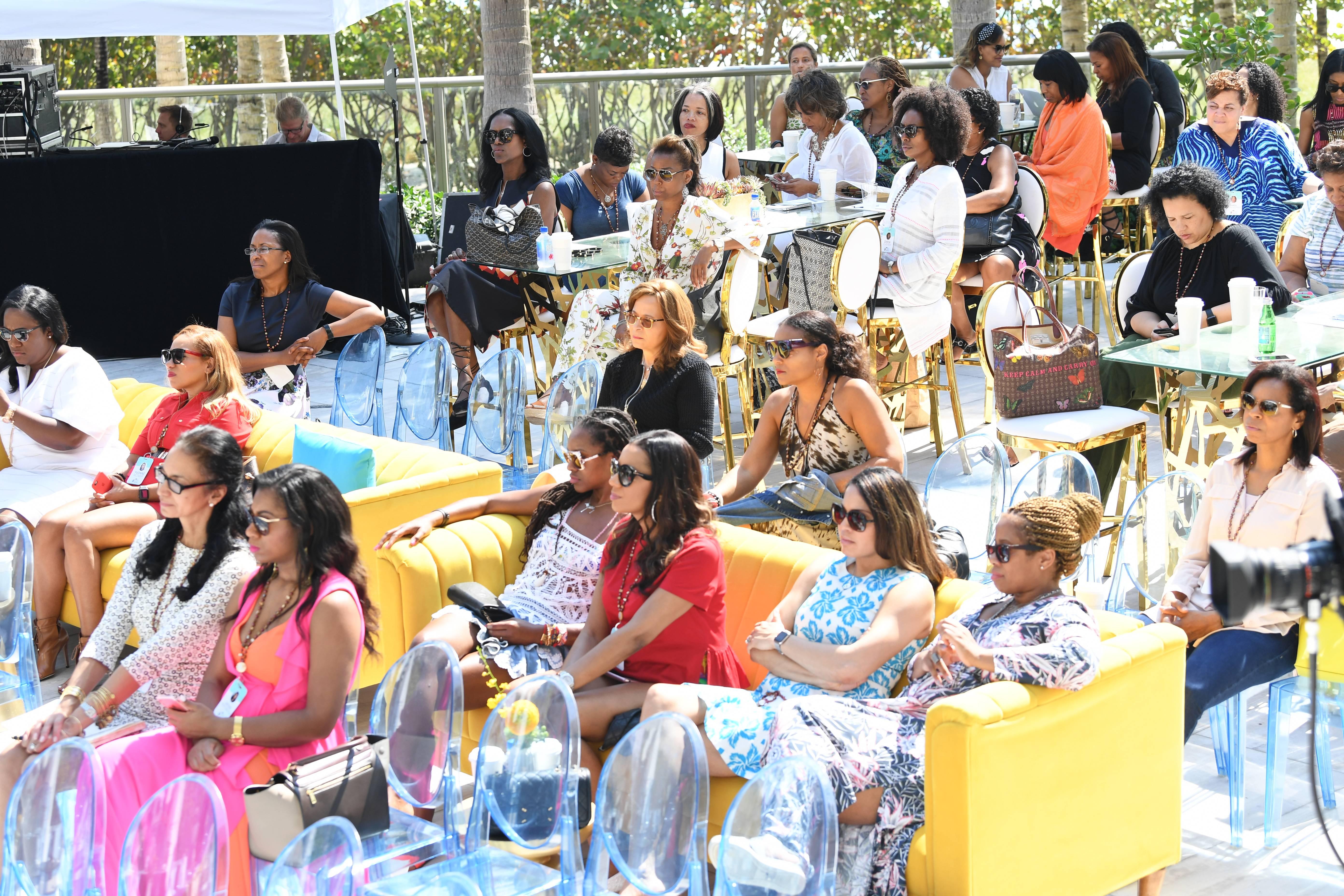 The crowd listens to financial advice. - The crowd listens to financial advice. (Photo: Phelan Marc/BET)