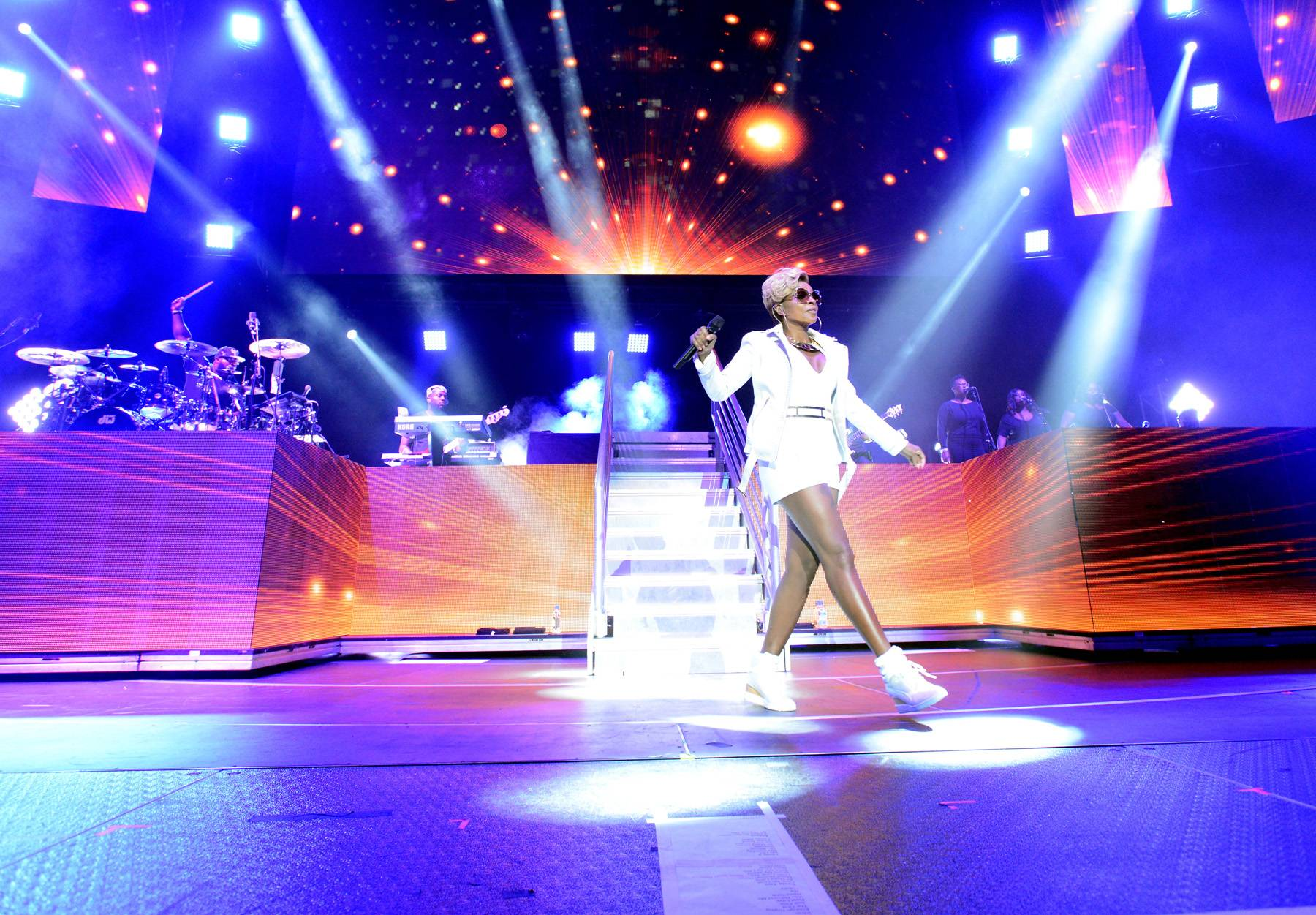 Soul 4 Real - Mary J. Blige brought the house down at the Staples Center like only the Queen of Hip Hop Soul can.(Photo by Earl Gibson/BET/Getty Images for BET)
