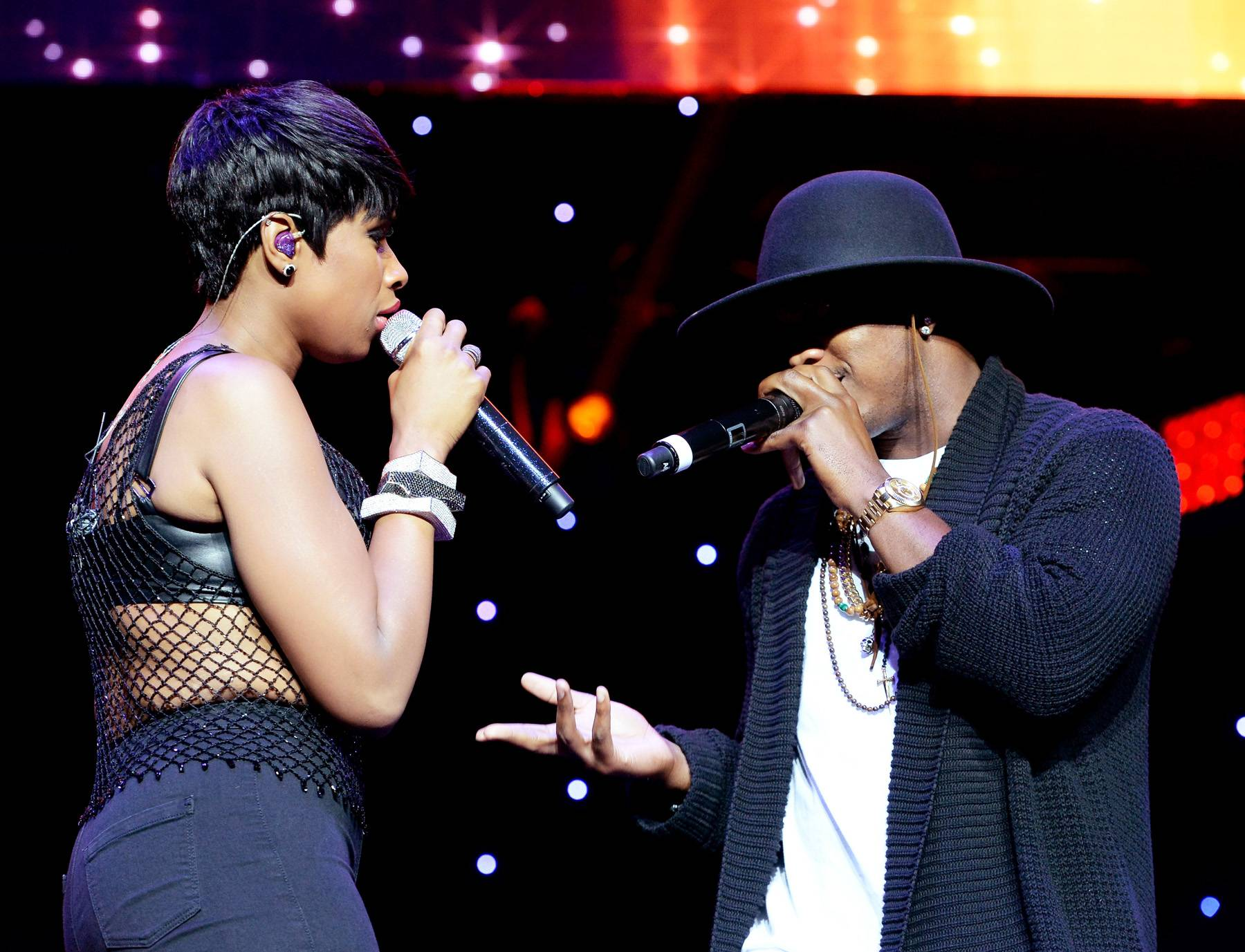 """Double Dose - Ne-Yo joined Jennifer Hudson on stage to perform their """"Think Like a Man"""" duet. (Photo : Earl Gibson/BET/Getty Images for BET)"""