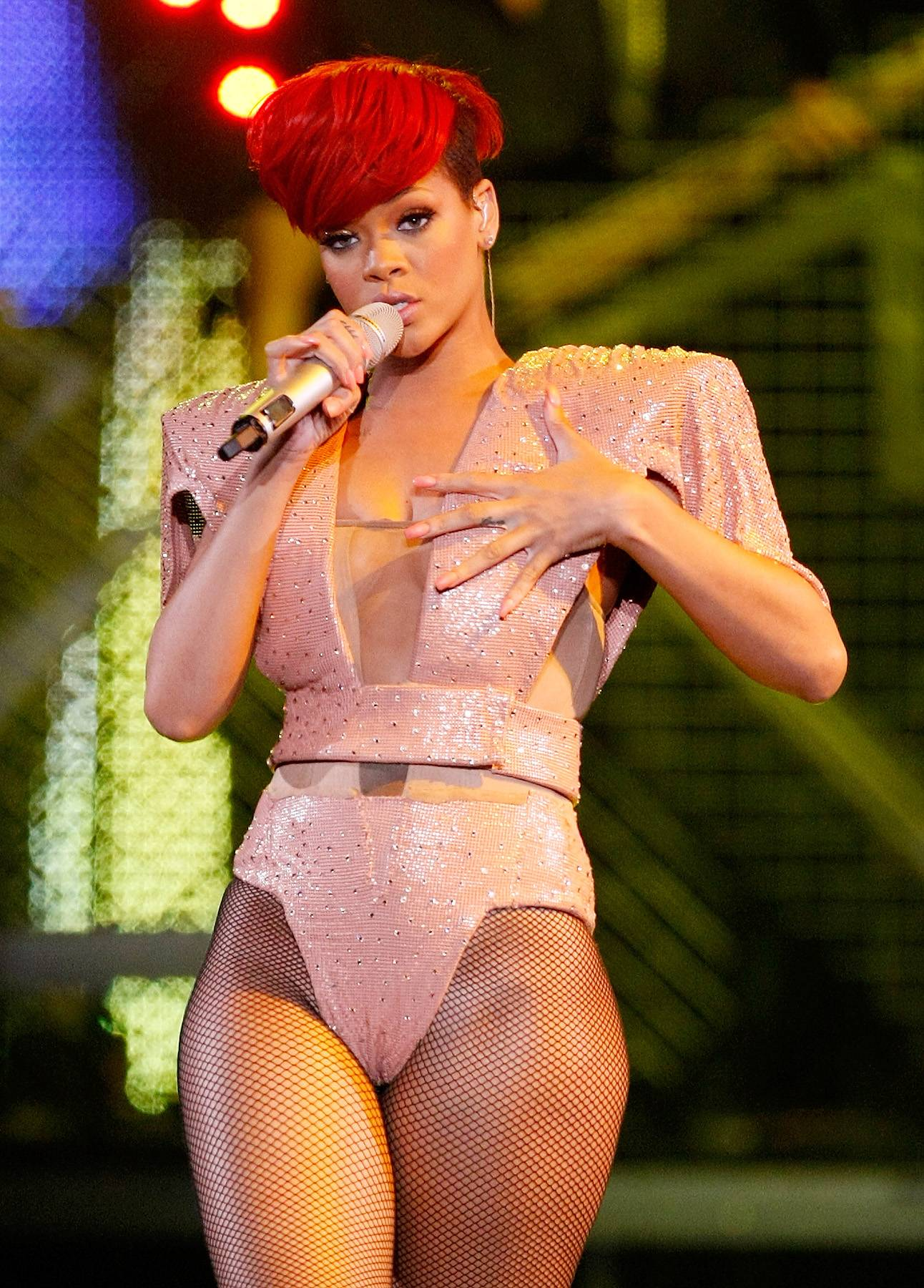 Fire Bomb - Rihanna is like a chameleon when it comes to her hairstyles, but this fire-red mushroom cut is definitely one for the books!(Photo: Ethan Miller/Getty Images)