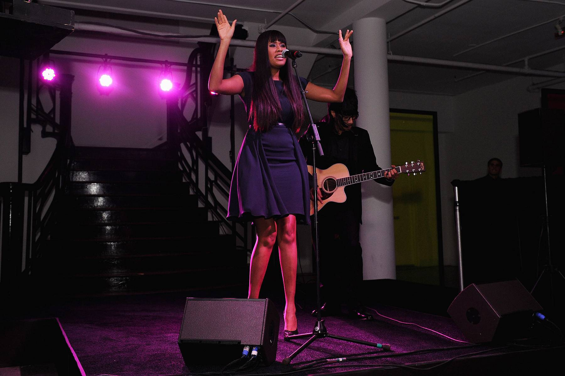 """VV Brown - VV Brown is a singer, model and fashion maven that has her own vintage clothing line. The """"Shark in the Water"""" singer mixes a little bit of old with a little bit of new in her music to get an eclectic sound that we can't get enough of!(Photo: Dimitrios Kambouris/Getty Images)"""