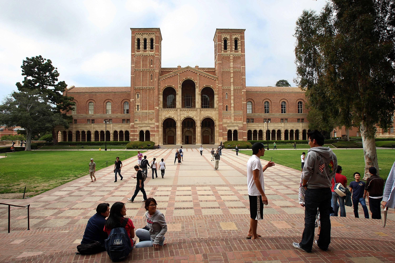 /content/dam/betcom/images/2011/08/Celebs-08.16-08.31/082311-celebs-college-towns-university-california-berkeley.jpg